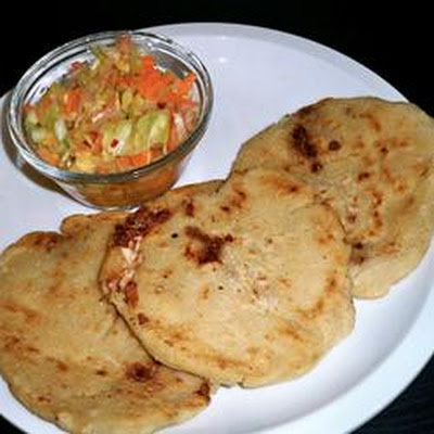 Pupusas de Queso (Cheese-Stuffed Tortillas)