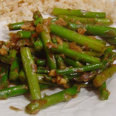 Stir-Fried Asparagus With Garlic and Shallots in Chili Oil