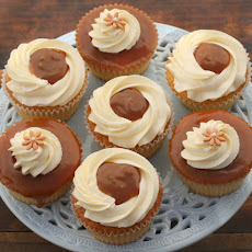 Vanilla Cupcakes With Vanilla Buttercream & Salted Caramel