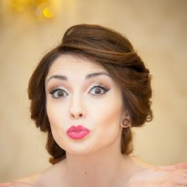 Kisses for you! by Paul Padurariu - Wedding Bride ( paul padurariu, wedding photography, wedding, bride, kisses,  )