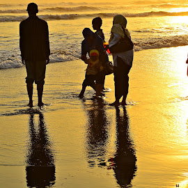 beaches by Yudi Dhaniwanto - People Family ( reflections )