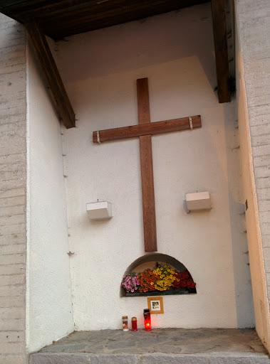 Crux In Der Stützmauer