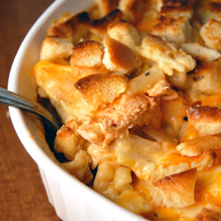 Buffalo Chicken Mac 'N' Cheese Casserole