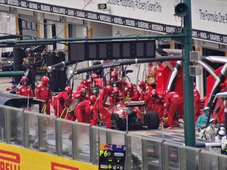 46. Schimbare roti la Ferrari.JPG