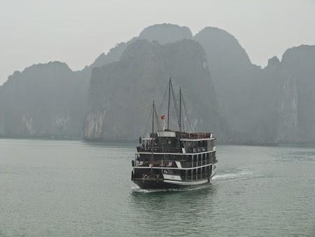 02. Halong Bay - junk boat.JPG