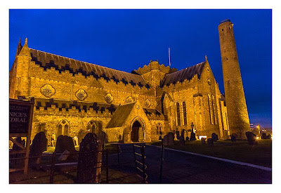 Abendliches Geocaching in Kilkenny - St. Canice Kathedrale