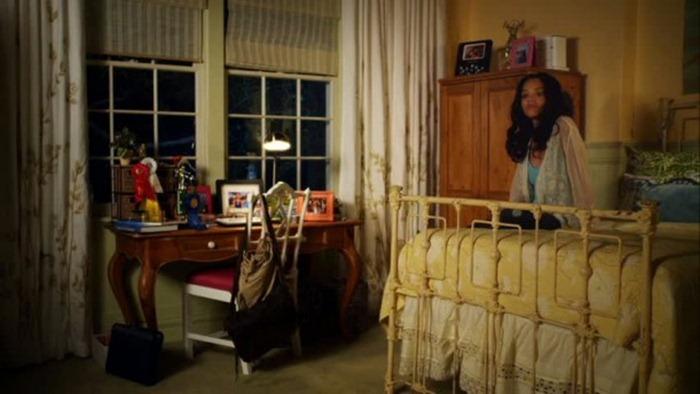 Emilys-iron-bed-611x343