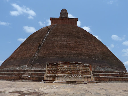 Imagini Sri Lanka: stupa de caramida