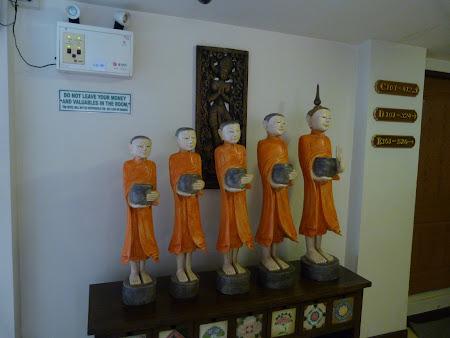 Statui calugari budisti
