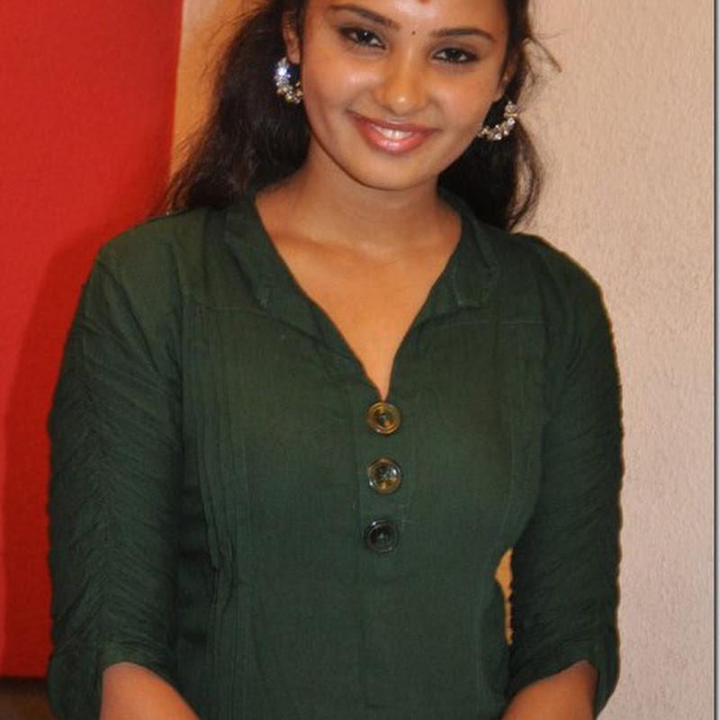 Actress Aarushi new personal album photos