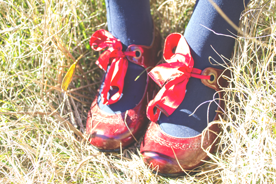 Bow laces are a lovely bit of pouff | Lavender & Twill