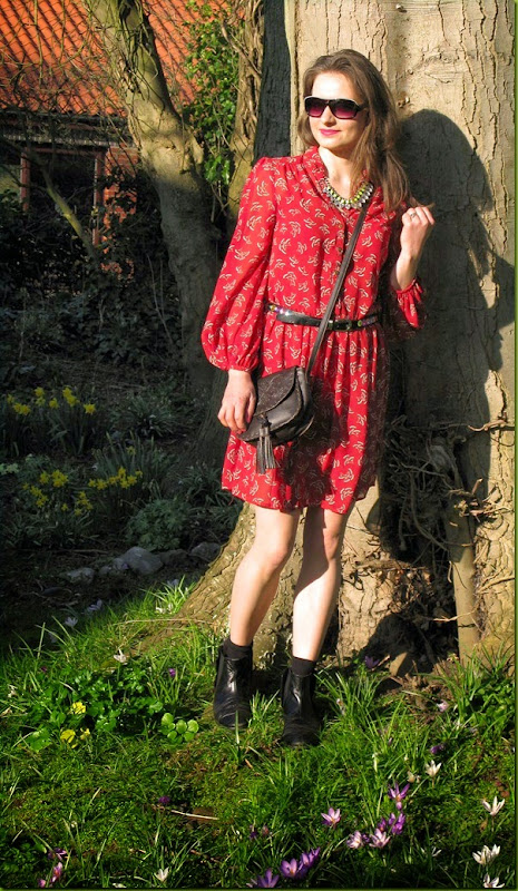 red dloaty dress in sunshine