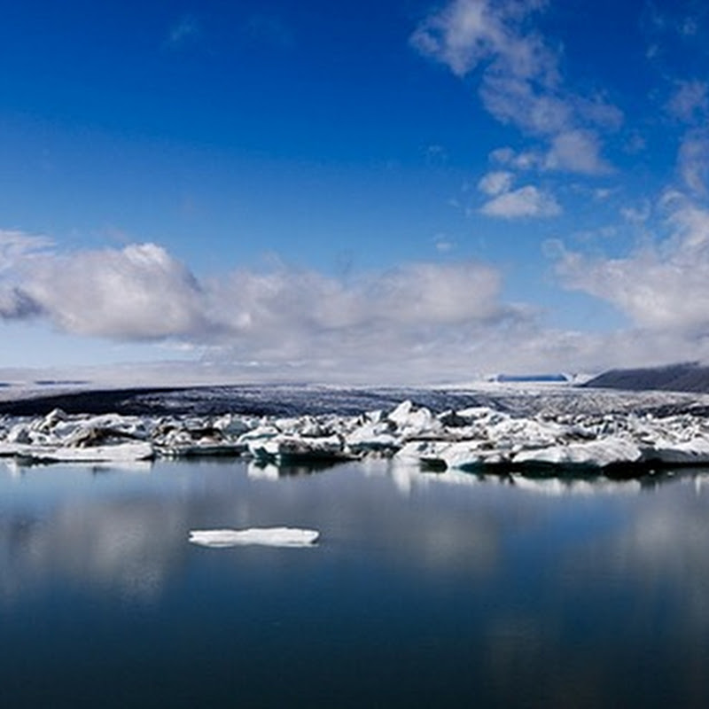 Jökulsárlón is a large glacial lagoon in southeast Iceland, on the borders of Vatnajökull National Park.