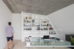 Interior-Casa-minimalista-en-Tavira-por-Vitor-Vilhena