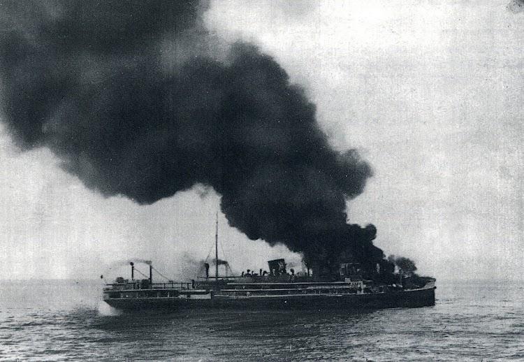 29 de Diciembre de 1.939. El CABO SAN ANTONIO en llamas. Del DIARIO ABC del 16 de Enero de 1.940.JPG