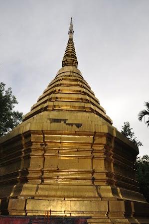 Imagini THailanda: Pagoda de la Wat Phra Kaew din Chiang Rai, Thailanda