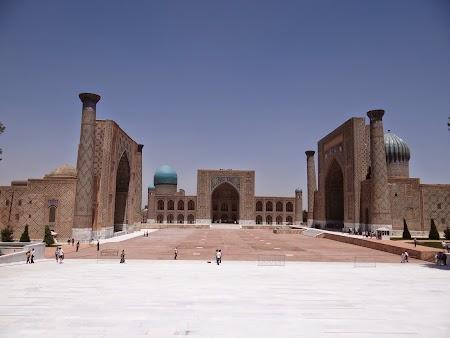 02. Piata Registan - Samarkand.JPG