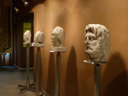 Muzee Romania:  statui romane la Muzeul Unirii Alba Iulia