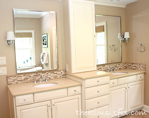 Split bathroom vanity