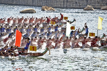 Dragonboat_racing