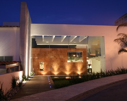 fachada-moderna-casa-de-lujo