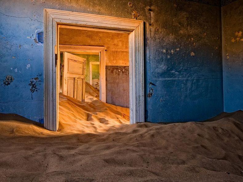 Kolmanskop, a Ghost Town Devoured by the Namibian Desert ...