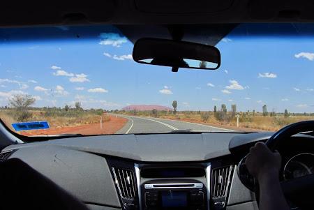 Drumul spre Uluru: Alice Springs  Cu volanul pe partea cealalta