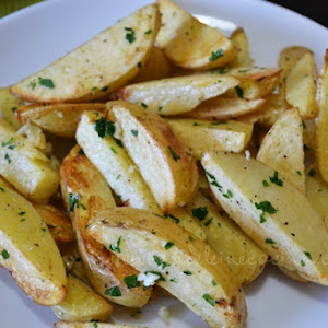 Baked Potato Strips with Garlic and Parsley