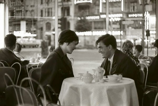 Henri-Cartier-Bresson.-Café-Germany-1962-620x417