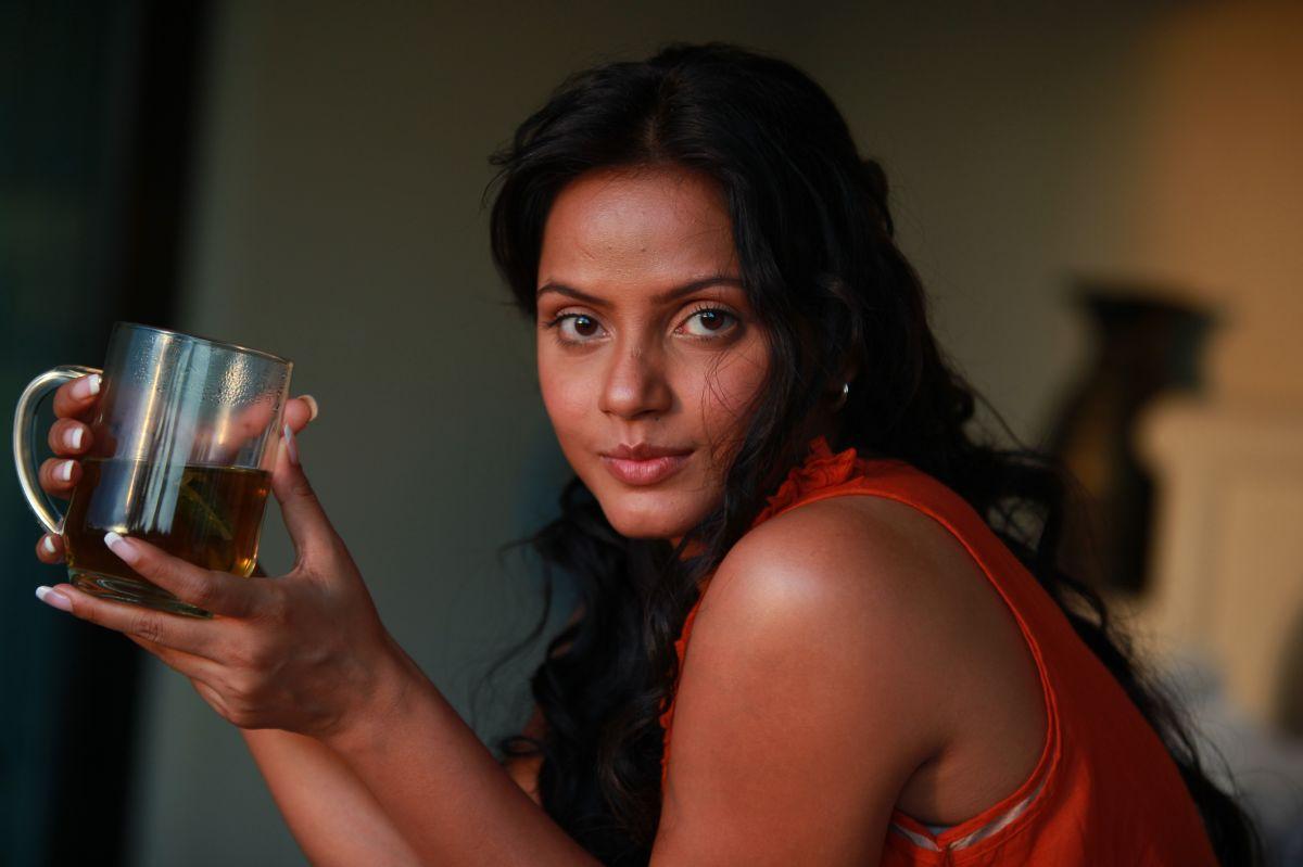 Cute & Hot Actress: Neetu Chandra Cute & Spicy Photos