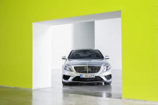 2014-Mercedes-Benz-S63-AMG-19.jpg