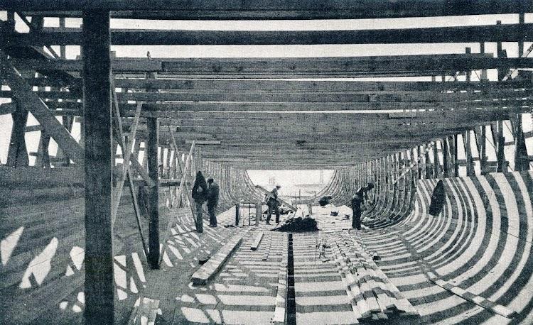 En construcción en el astillero. Del libro La Construcción Naval Mercante en España en Julio de 1.918.JPG