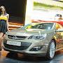 2013-Opel-Astra-Sedan-Moscow-Live-9.jpg