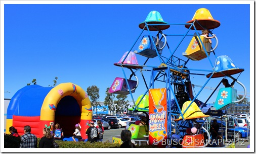 JUMPING CASTLE & FERRIES WHEEL, ROCKLEA SUNDAY DISCOVERY MARKET© BUSOG! SARAP! 2012