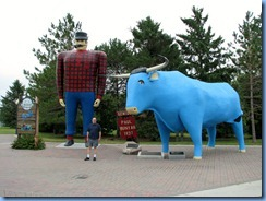 2615 Minnesota Bemidji - Paul Bunyan and Babe statues & Bill
