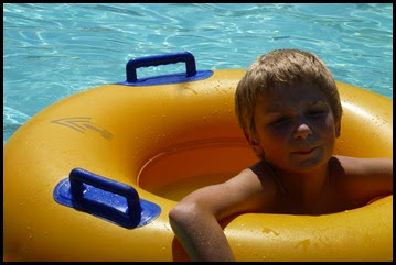 02d - Everybody in the Pool - Daniel in Lazy River