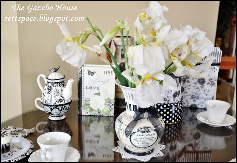 black & white damask table 016