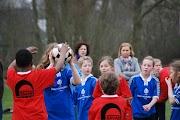 Schoolkorfbaltoernooi ochtend 17-4-2013 088.JPG
