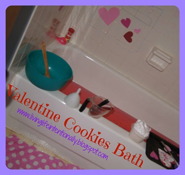 Valentines Day Cookie themed bath for kids. This is a fun kids activities for toddler, preschool, kindergarten, and first grade.