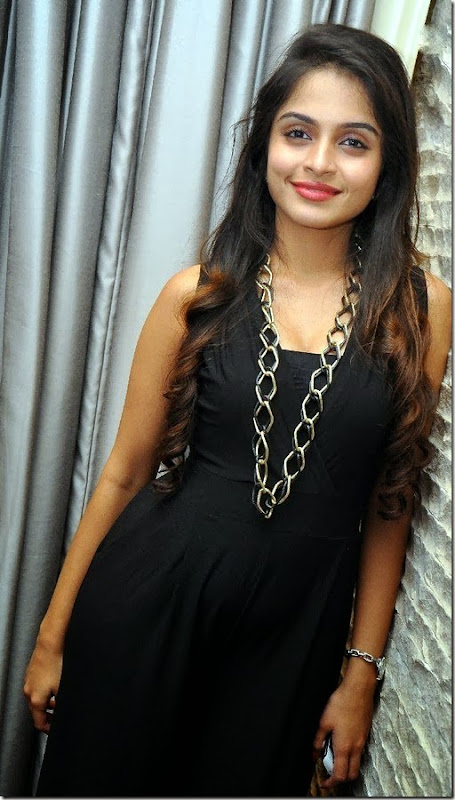 sheena_shahabadi_stylish_gallery