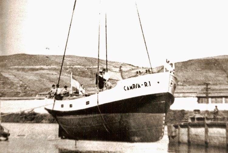 Momento de la botadura del CAMPSA R-1 en los Astilleros del Cadagua. Colección Juan Mª Rekalde. Nuestro agradecimiento.jpg
