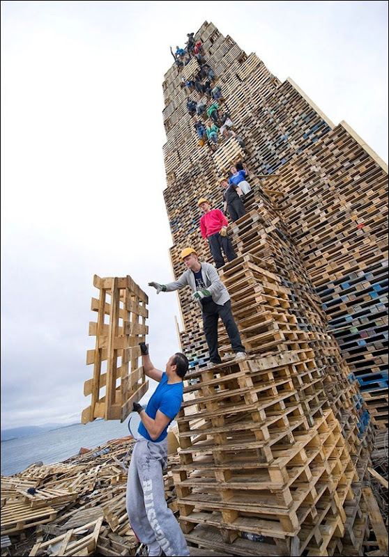 The_World's_Biggest_Bonfire_Ever_01