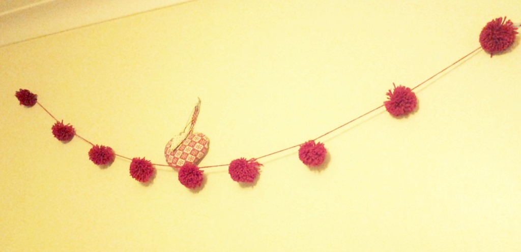 [diy%2520red%2520yarn%2520pom%2520pom%2520garland%255B5%255D.jpg]