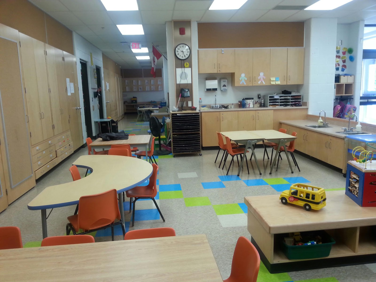 Kindergarten Classroom: Teacherself: Kindergarten Classroom Set-up