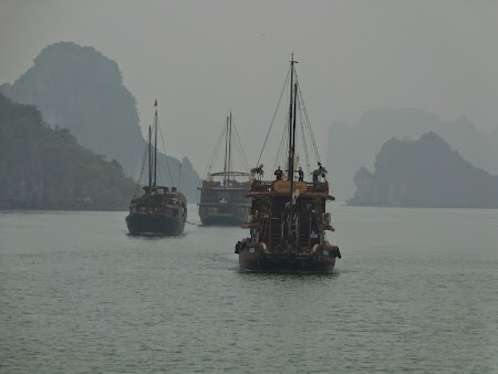 03. In mars spre Halong Bay.JPG