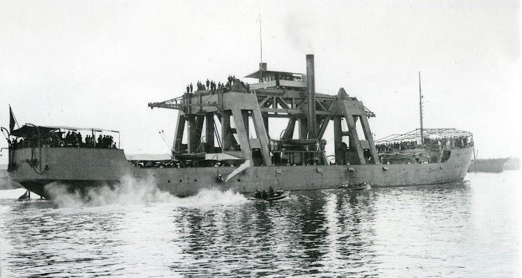 Vista desde popa del KANGURO. Foto del libro 50 AÑOS DE RETRATO NAVAL MILITAR. (1870-1920).jpg