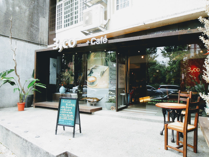 3,co Café 門口.jpg