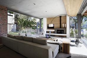 Diseño-interior-con-chimenea