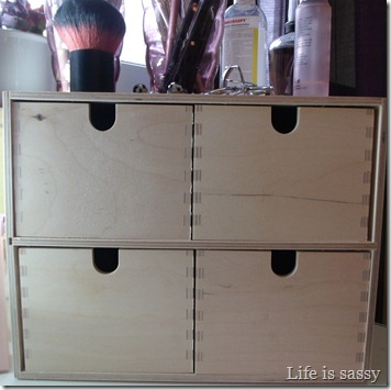 life is sassy make up aufbewahrung tipp. Black Bedroom Furniture Sets. Home Design Ideas