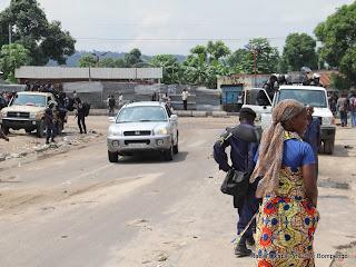 Une vue de l'avenue Landu le 7/12/2011 dans la commune de Bumbu à Kinshasa, après la dispersion des manifestants par la police. Radio Okapi/ Ph. John Bompengo